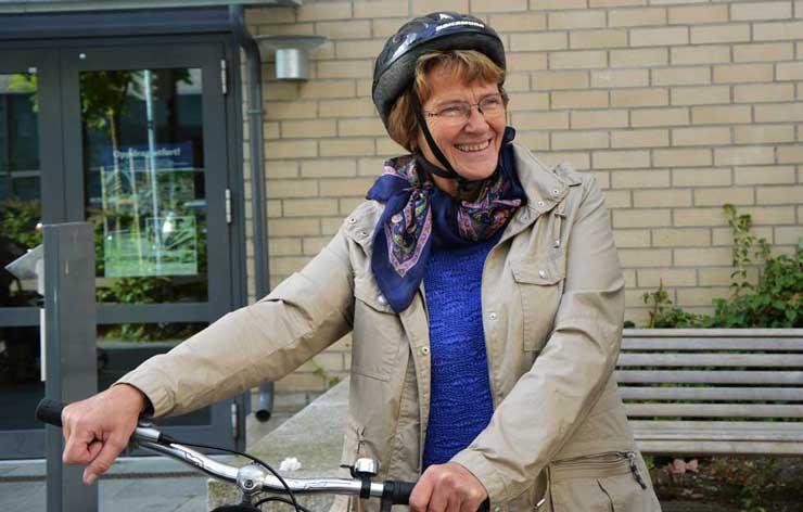 Selv på operasjonsdagen sykler Ragnhild til sykehuset.